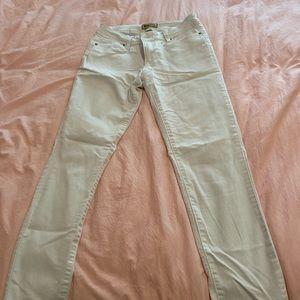 White jegging, skinny jeans
